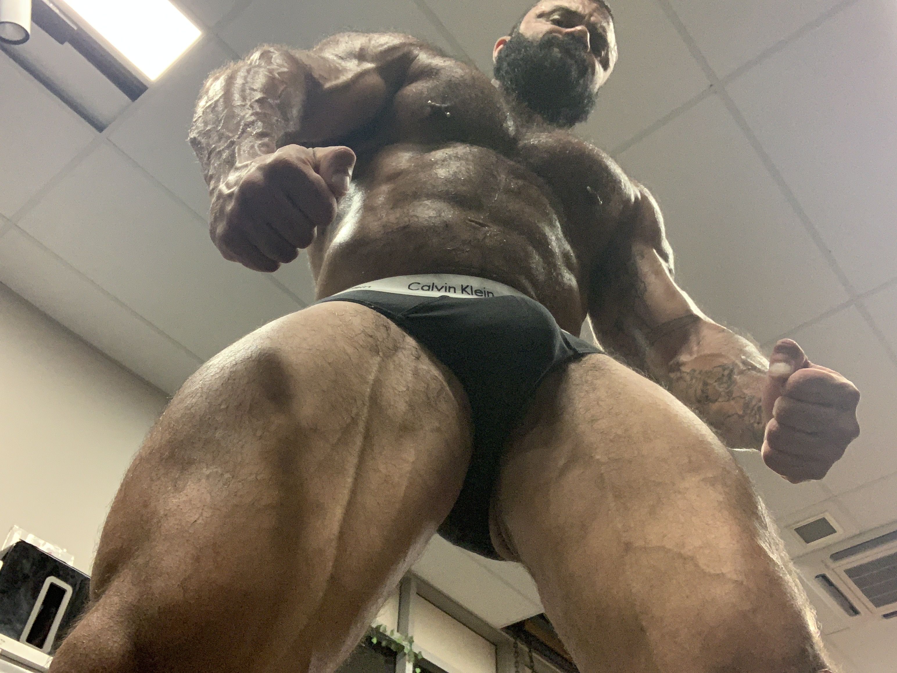GIANT ALPHA MUSCLE GOD COMMANDS YOU TO WORSHIP HIM!